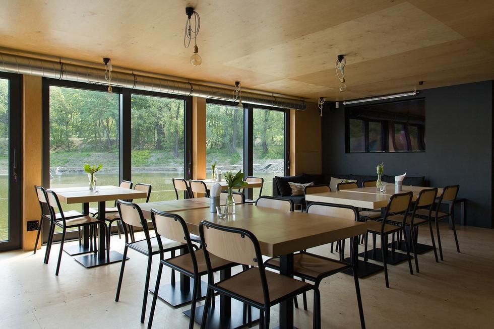 Jedno takie Miejsce w Warszawie – pływający pawilon restauracyjny nad Wisłą